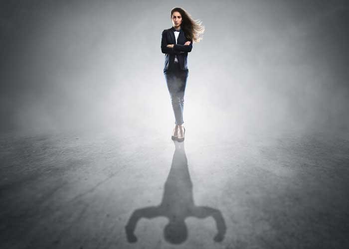 自信過剰な女性!8つの特徴